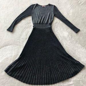 Dresses & Skirts - Beautiful V-Neck Wrap Dress